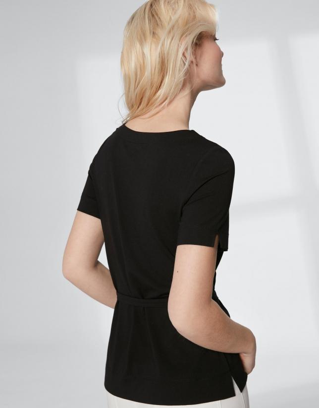 T-shirt couleur noir avec ceinture