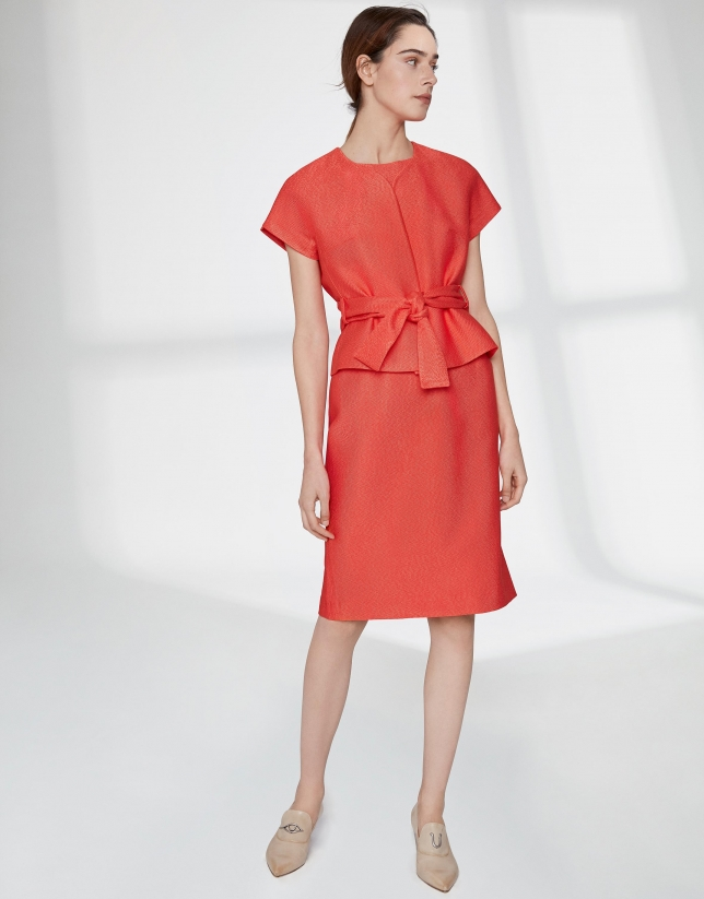 Robe midi orange à jacquard, épaules tombantes