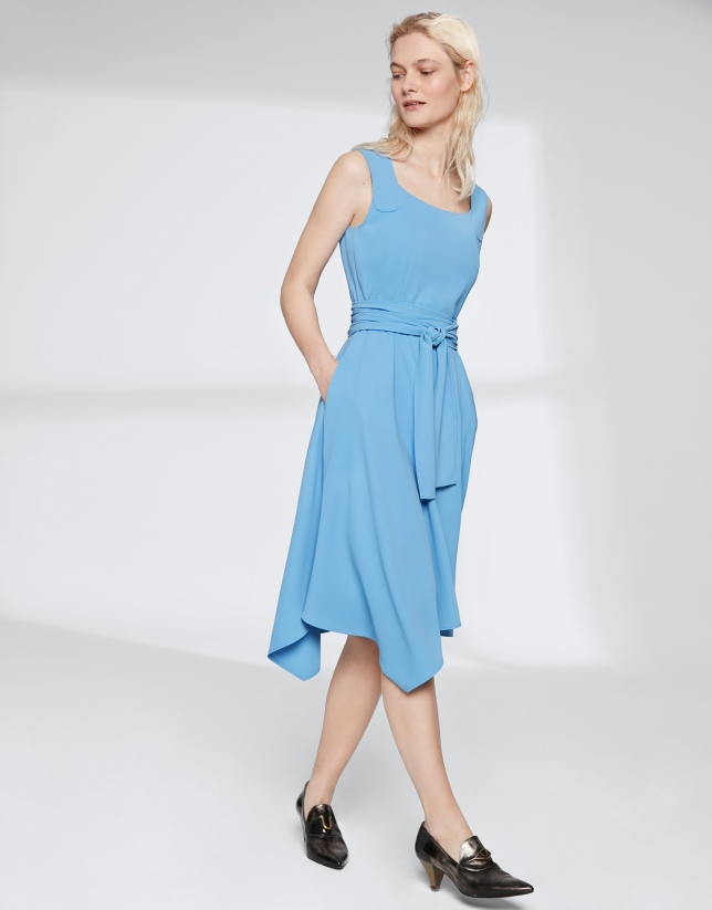Robe bleu indigo à encolure carrée