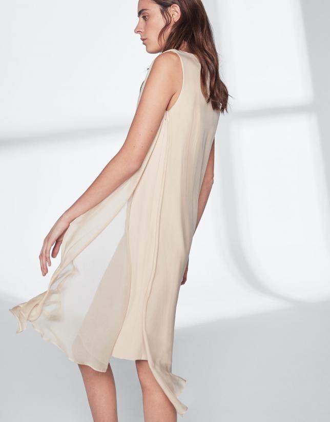 Vestido midi capa asimétrica arena