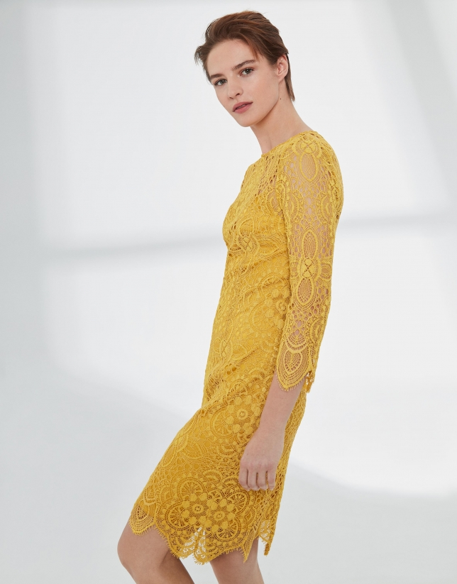 Yellow midi-dress with lace