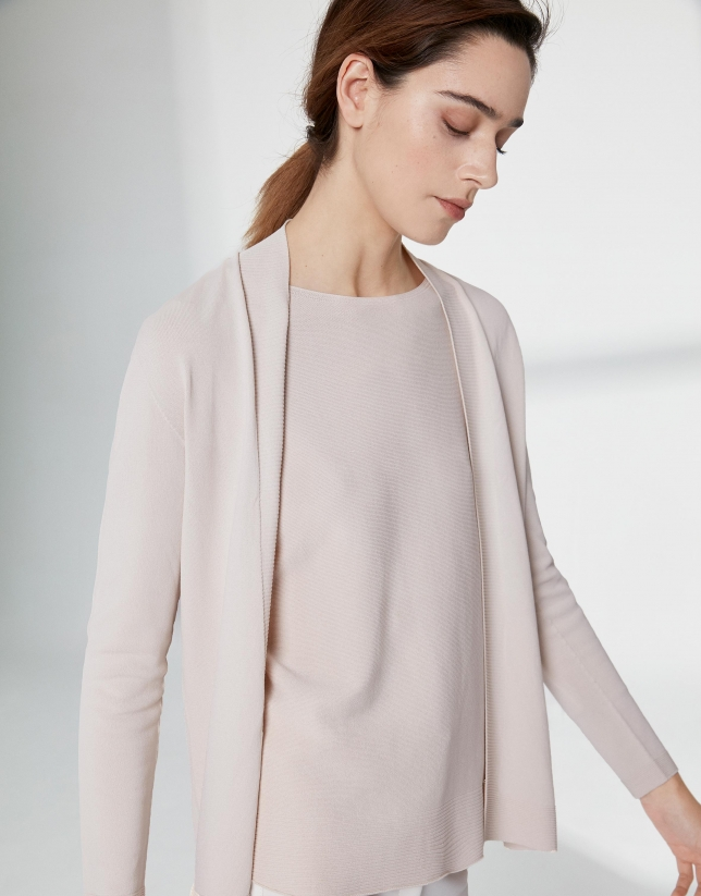 Sandy-colored long sleeve thin jacket