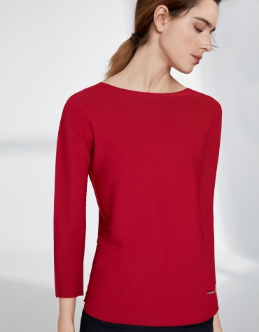 Crimson sweater with round neckline