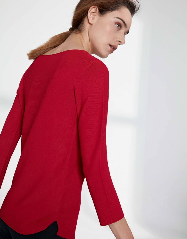 Crimson sweater with round neckline