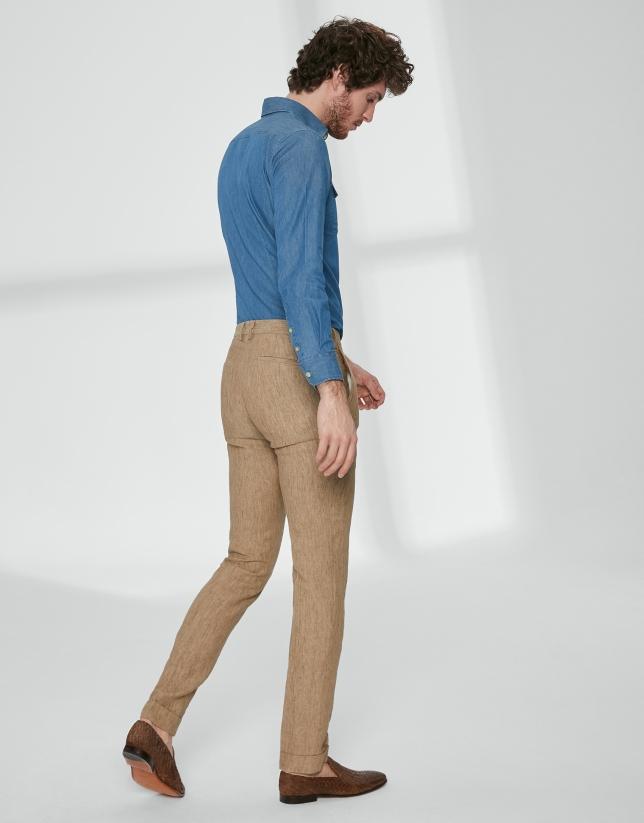 Pantalón chino con pinza lino tostado