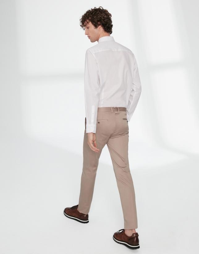 Pantalón chino algodón cámel