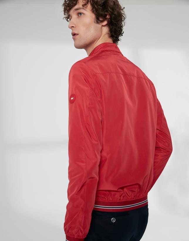 Cazadora bómber tejido técnico rojo