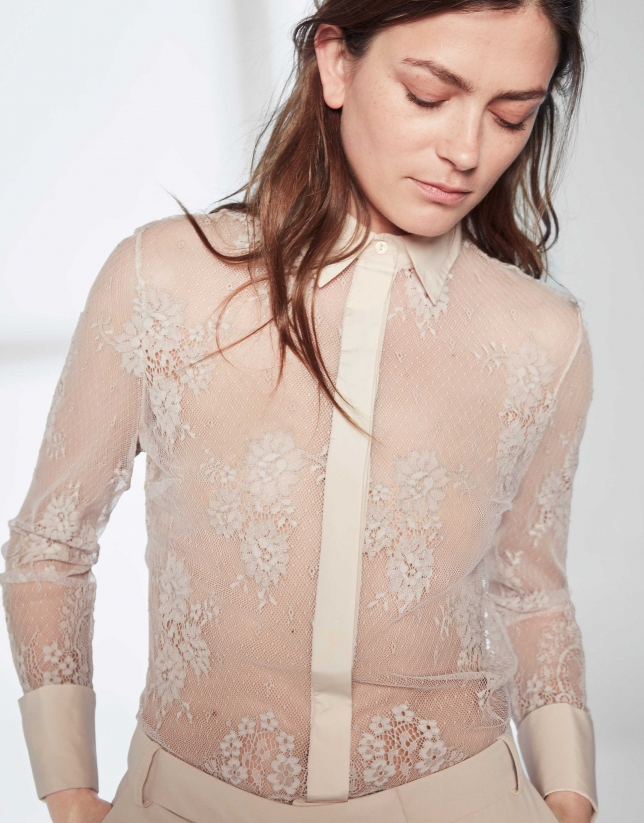 Hazelnut shirt with lace