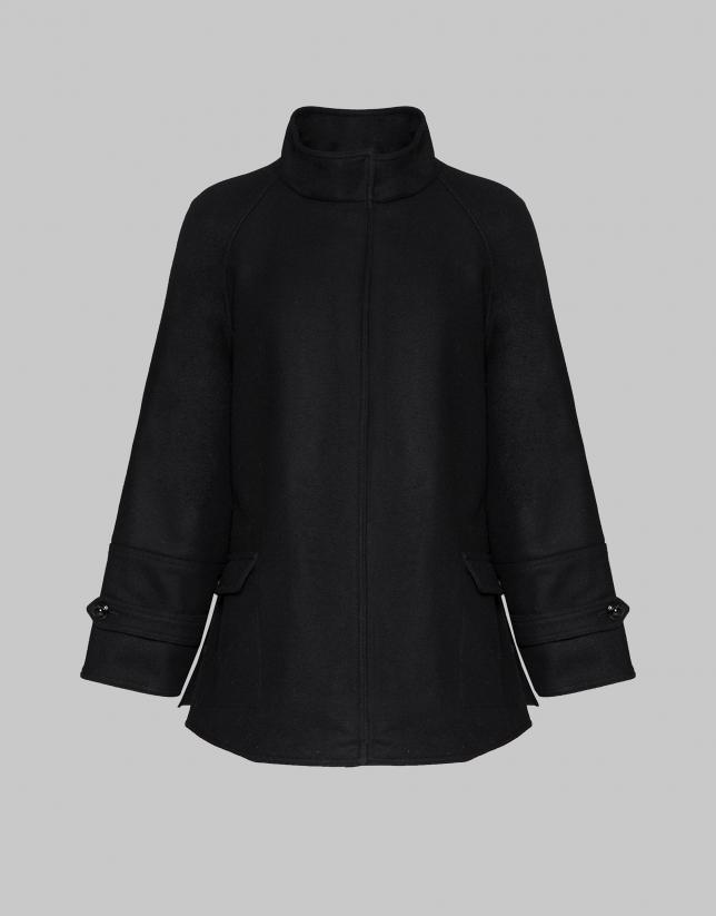 Abrigo corto cuello mao negro