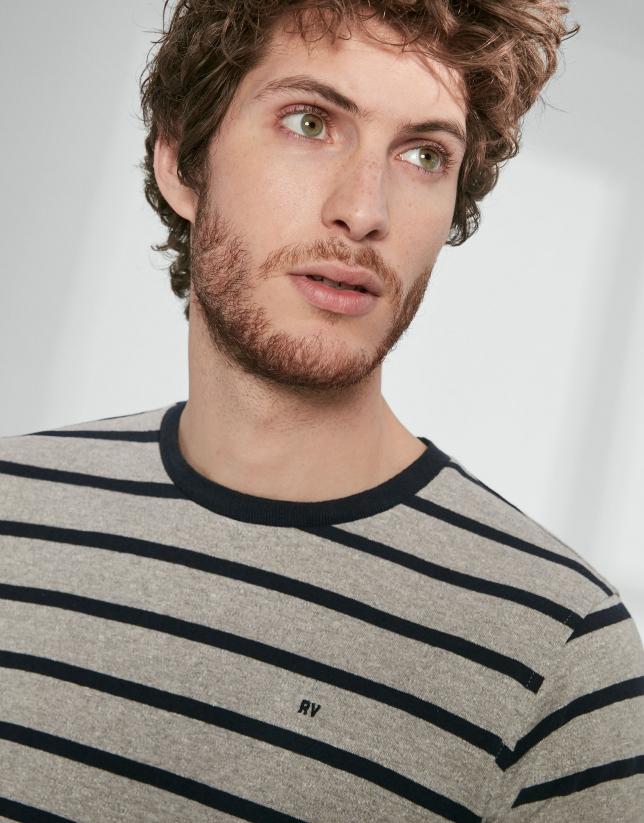 T-shirt gris à rayures bleues