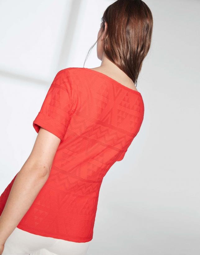 T-shirt carmin en tissu à relief