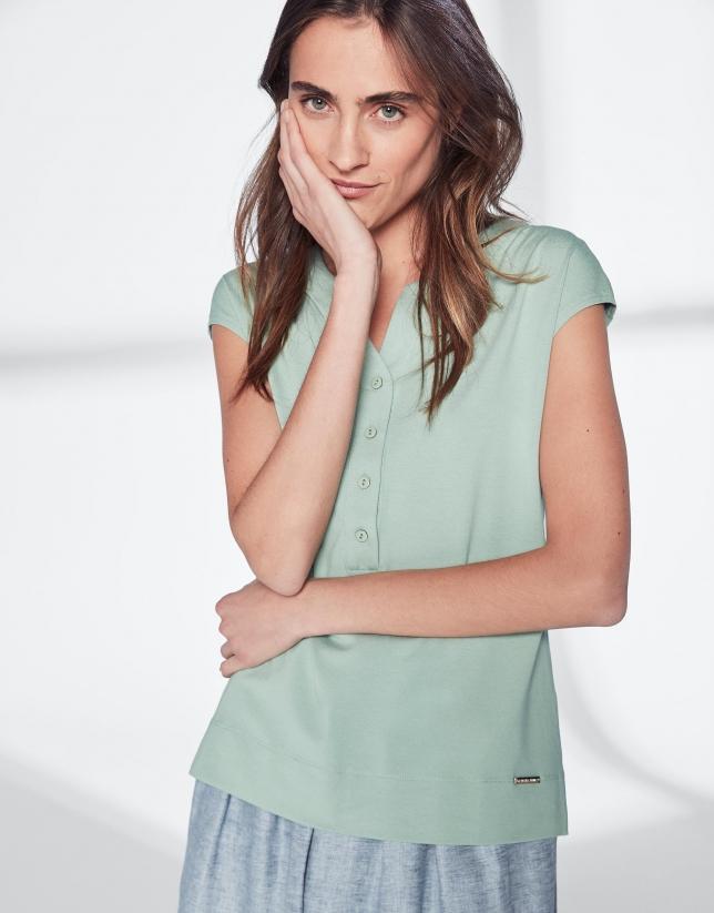 Camiseta escote pico verde pastel