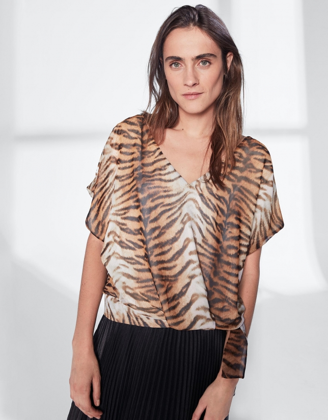 Animal print loose top