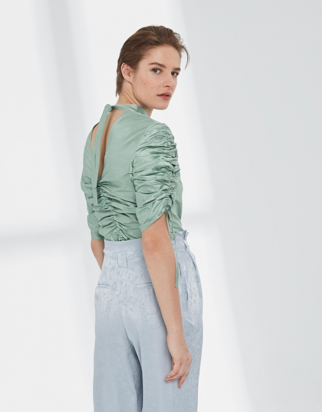 Blusa mangas fruncidas seda verde pastel