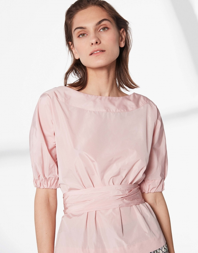 Pink shirt with boat neck