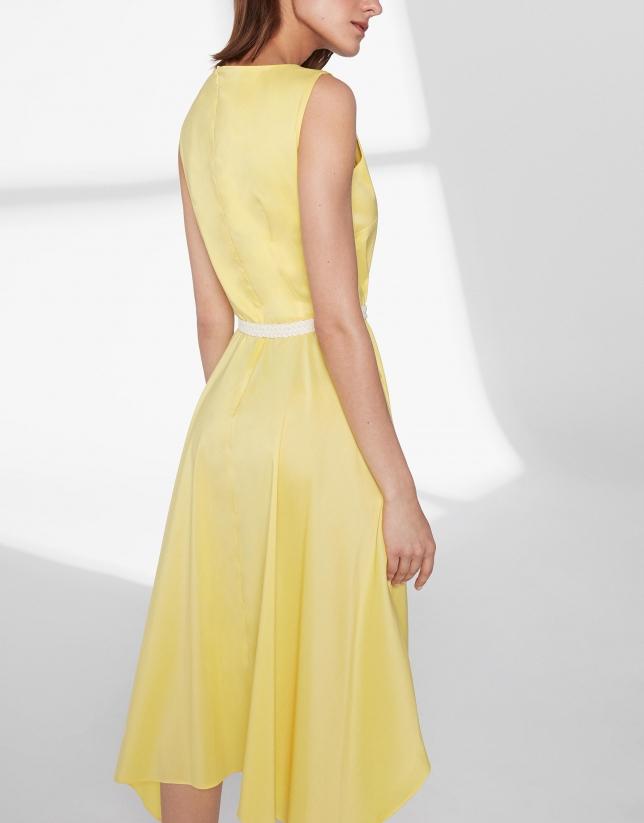 Vestido amarillo con falda pañuelo