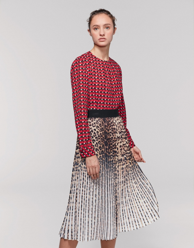 Long pleated skirt with leopard print