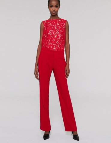 Red straight pants with rib in front