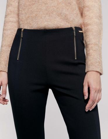 Pantalón pitillo cremalleras punto negro