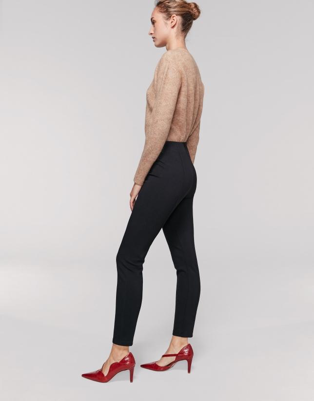 Pantalon fuseau en maille légèrement élastique noir