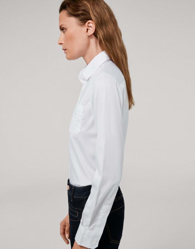 Camisa masculina blanca con bolsillo