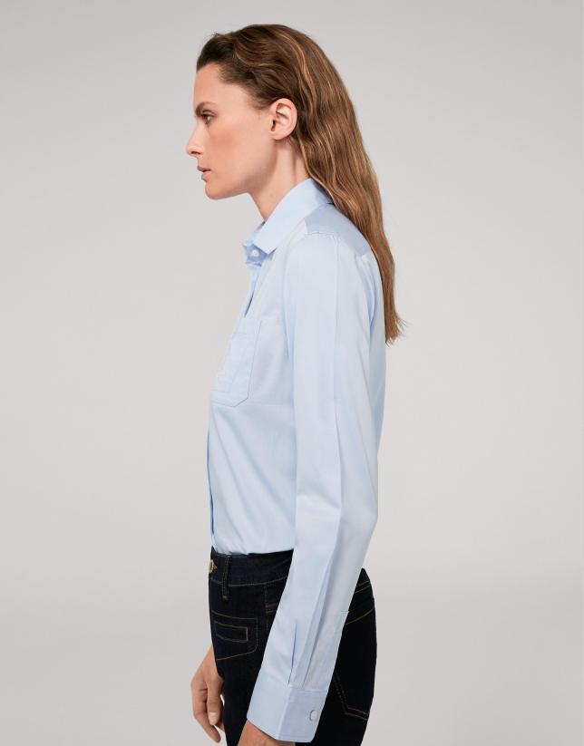 Chemise masculine bleu clair avec poche