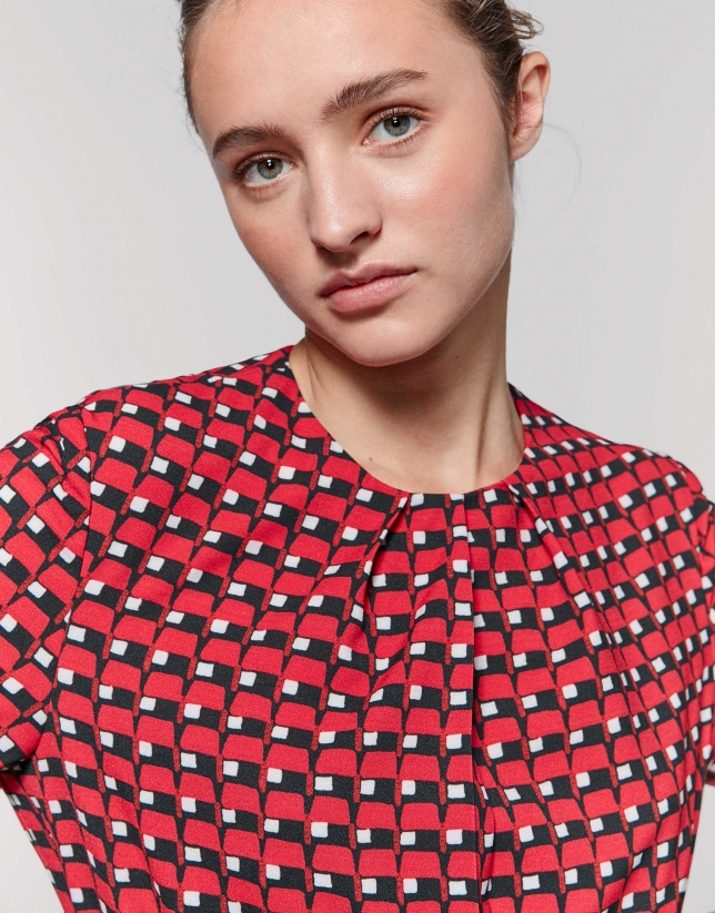 Print shirt with folds at neckline
