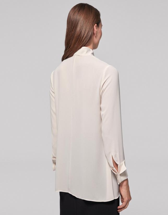 Camisa marfil cuello mao con abertura