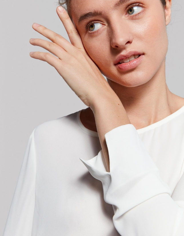 Ivory shirt with round neckline
