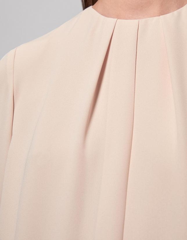 Chemise couleur vanille, encolure plissée