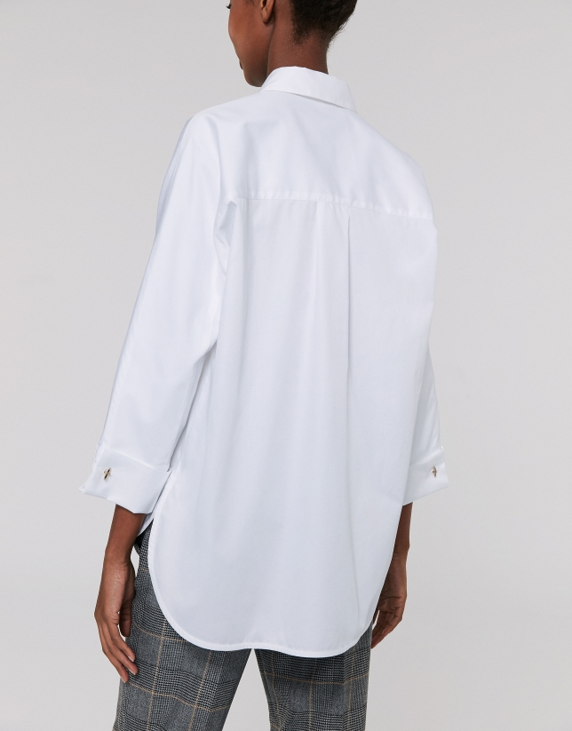 White shirt with three-quarter sleeves
