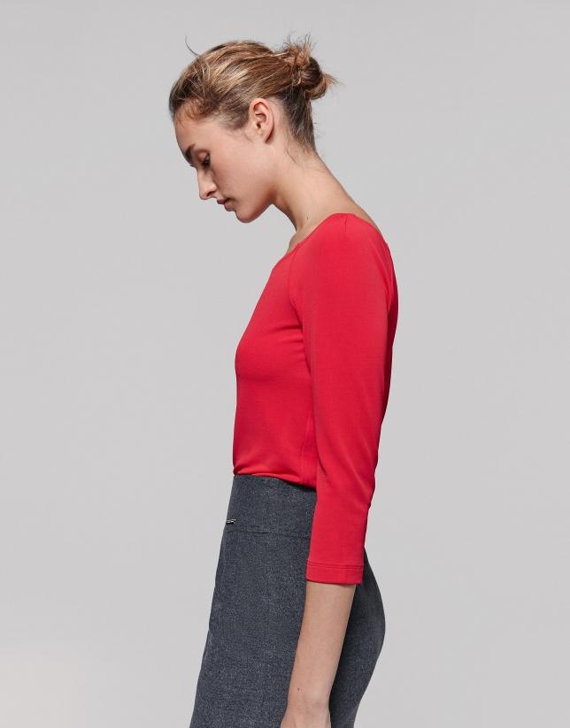 Camiseta escote hombro amapola