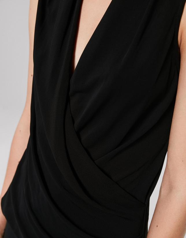 Top drapé noir en maille