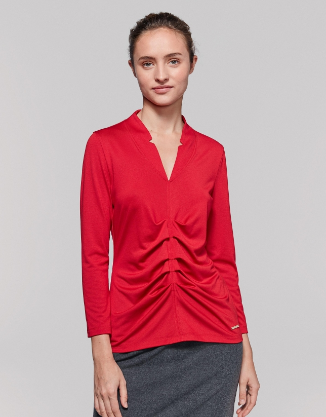 T-shirt rouge plissé devant