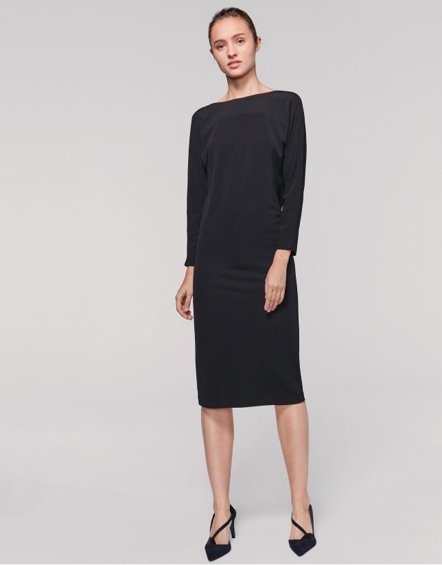 Robe noire à manches avec empiècement