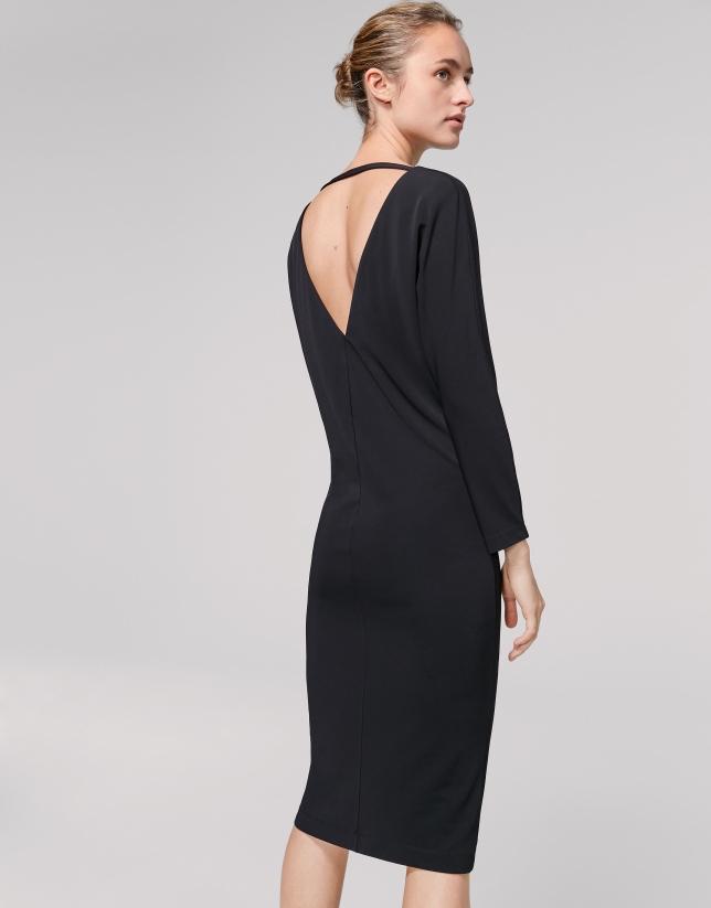 Vestido negro con manga en canesú