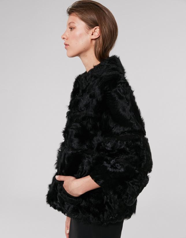 Veste courte noire en fourrure et cuir d'agneau