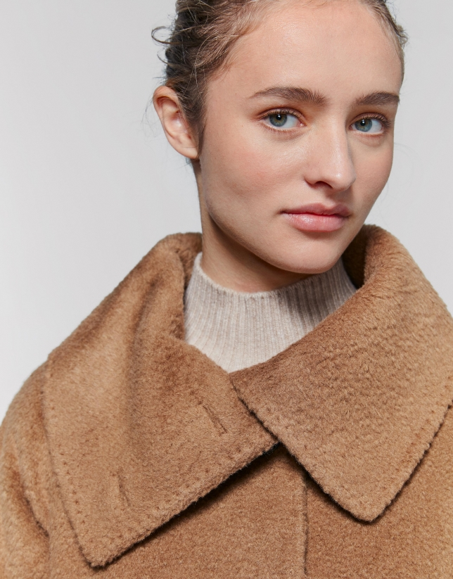 Abrigo cuello envolvente beige