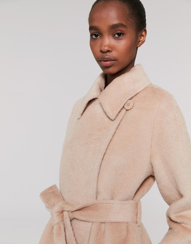 Abrigo largo paño marfil cuello pelo