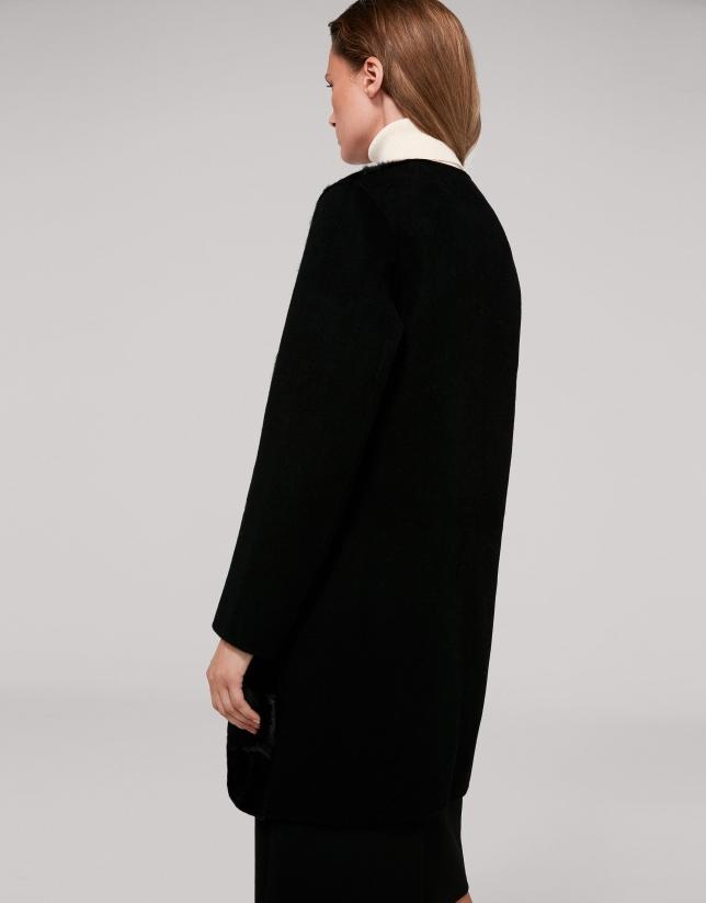 Manteau noir en laine combinée avec poil de chèvre