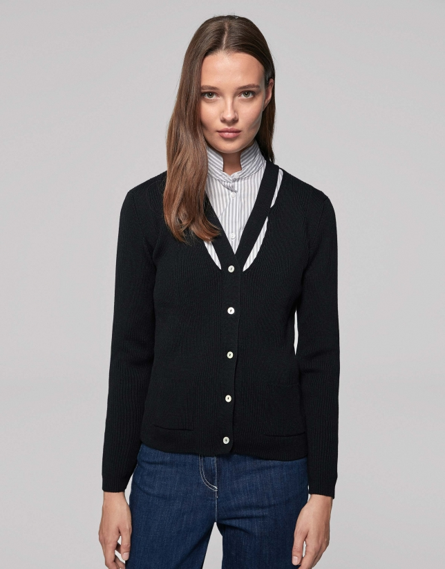 Black ribbed jacket with long sleeves