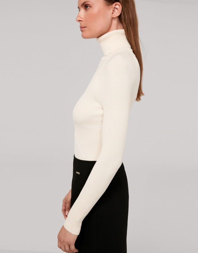 Beige fitted ribbed sweater