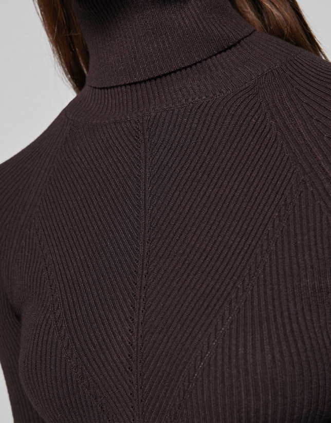 Brown fitted ribbed sweater
