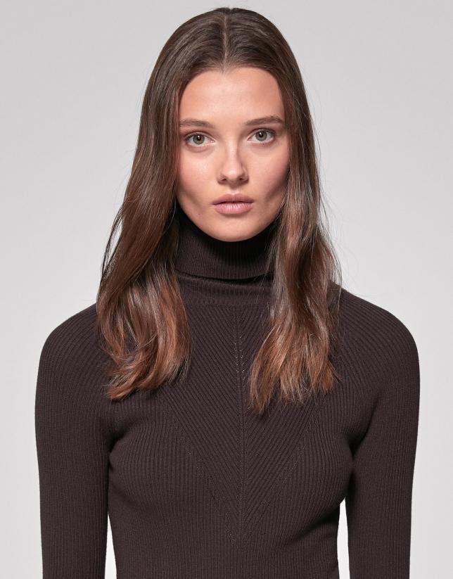 Jersey canalé ajustado marrón