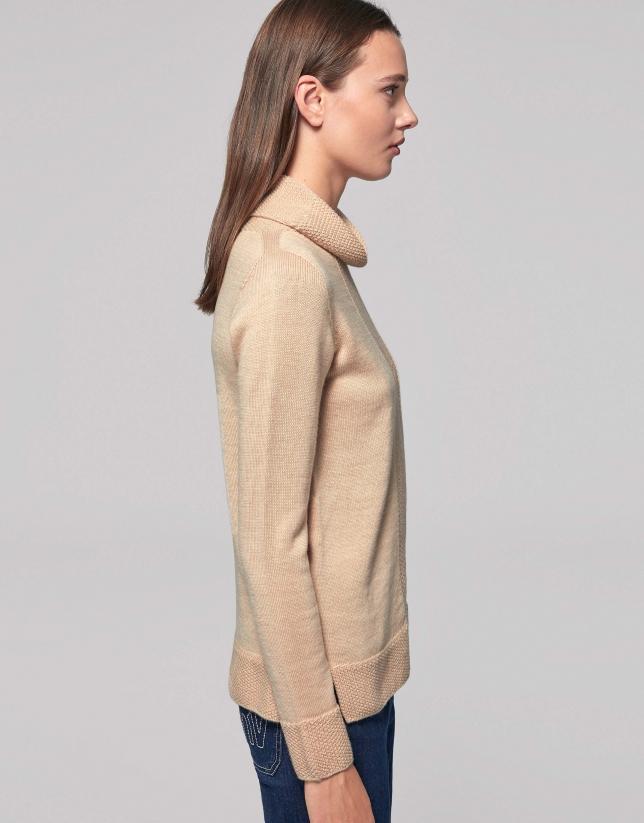 Vanila wool sweater with turtle-neck collar