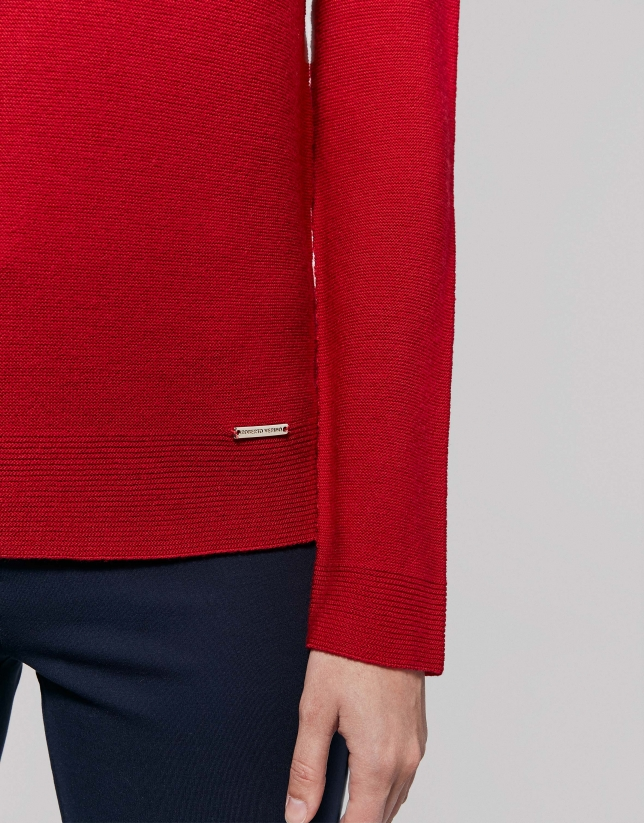 Red poppy wool sweater with raglan sleeves
