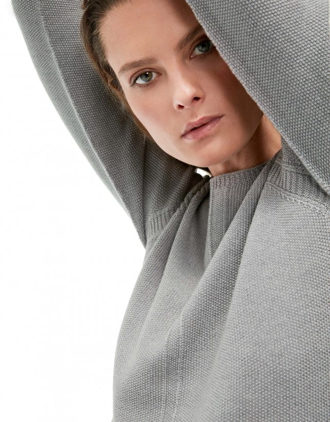 Smokey gray sweater with round neck and raglan sleeves