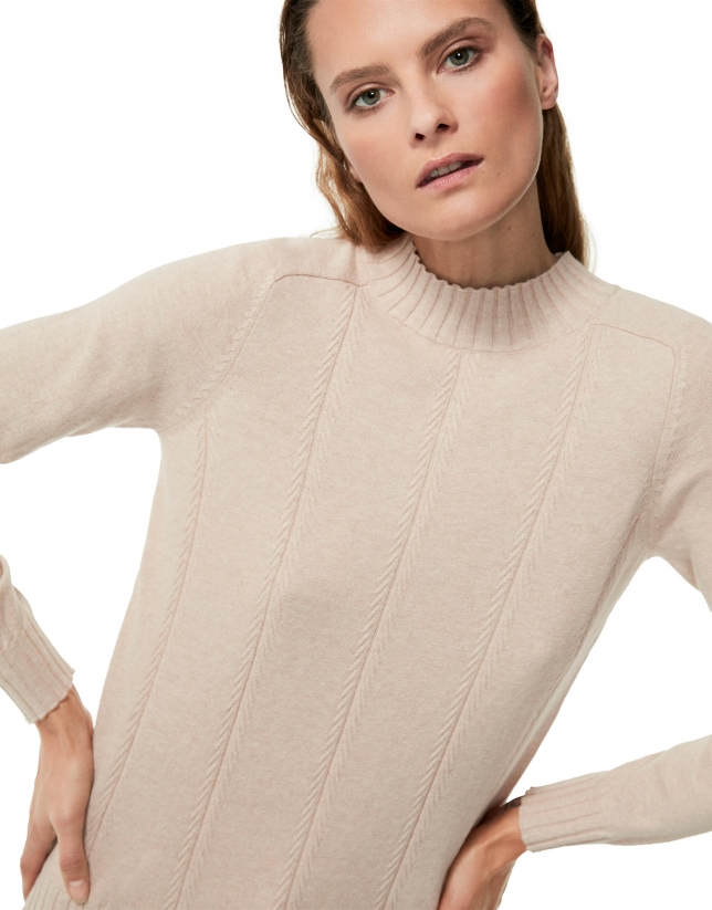 Vanilla sweater with asymmetric hem