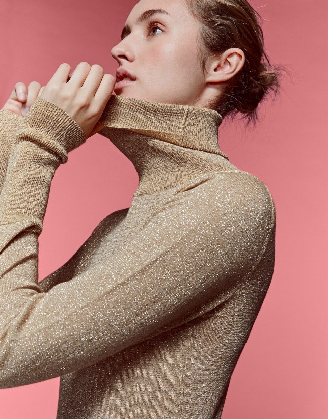 Sweater with gold glitter