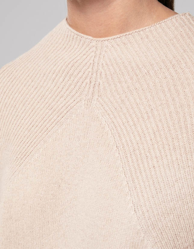 Vanila wool sweater with ribbed shoulders